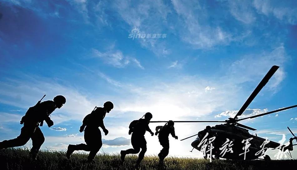 魑魅魍魉哪里逃!武警特战精英训练空中突击立体反恐