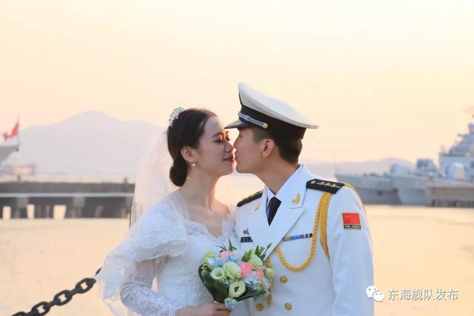 甜蜜暴击!东海舰队官兵集体婚礼中华神盾舰来证婚