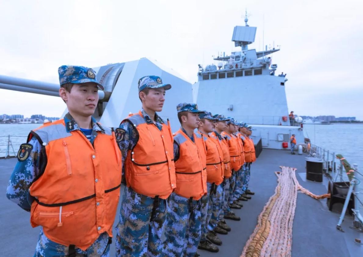 试试垂发?南海舰队深圳舰带队出海练实战主炮狂轰