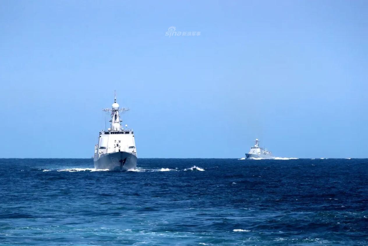震慑域外宵小!东海舰队052C携054A组队实弹演练
