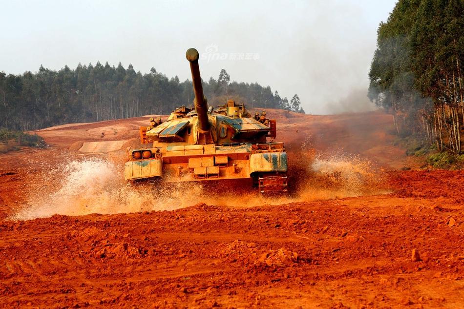 中国无人坦克亮相 百度热搜 图3