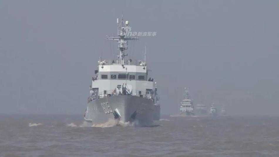 """小动物变""""巨兽""""!东海舰队056护航081扫雷舰对比强烈"""