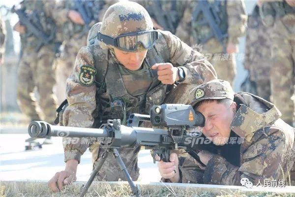 专打敌军碉堡 解放军11式大狙加35mm狙击榴