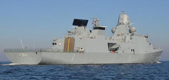 图为荷兰护卫舰上安装的SMART-L雷达
