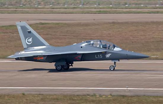 美专家批评乌克兰向中国战机供应航发 威胁冻结军援