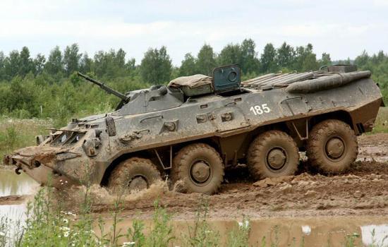俄罗斯BTR-80装甲车