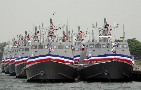 """图为""""光华六号""""导弹艇群,它们是鹰击-9的重要目标。"""