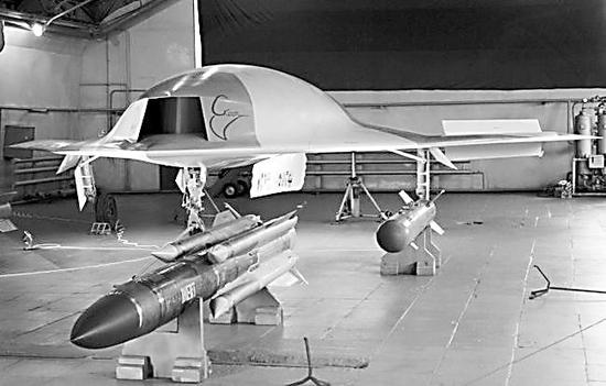 """""""猎人""""无人机与美国的X-47B颇为相似。"""