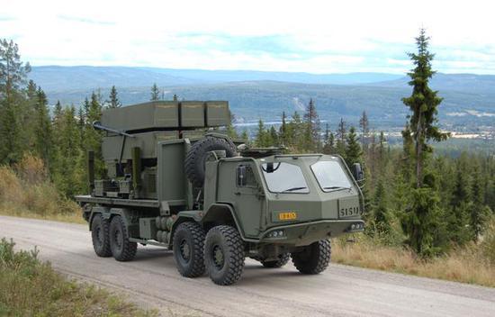 图为芬兰现役的NASAMS,操做SISU-ETP卡车做为底盘。