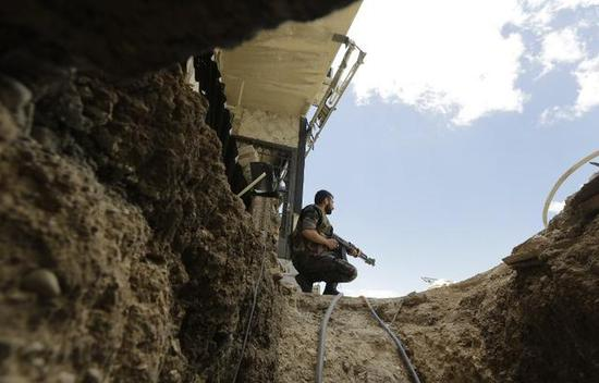 图为一条叙利亚地道的出口。