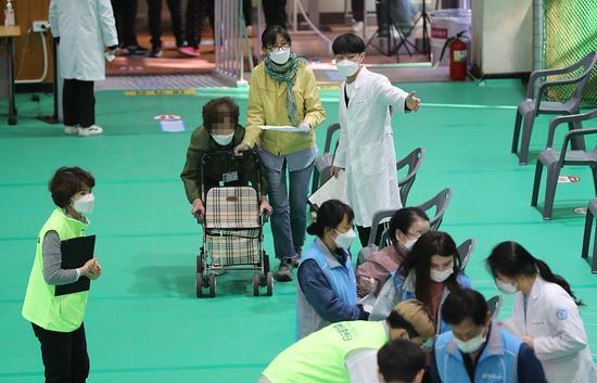 韩国81岁老人刚接种完辉瑞疫苗就昏倒 不到2小时去世