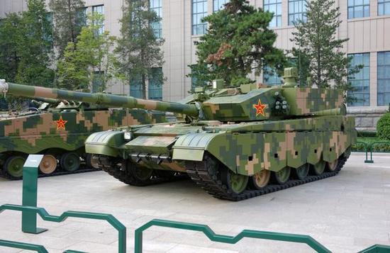 图为在中国人民革命军事博物馆外静态展示的99A主战坦克。
