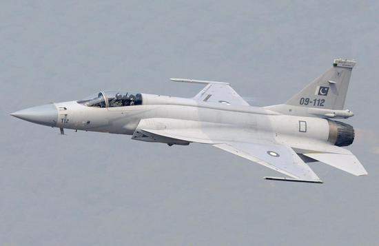 印媒:巴铁大批枭龙战机开始在印巴边境密集起降飞行少年犯之七人op