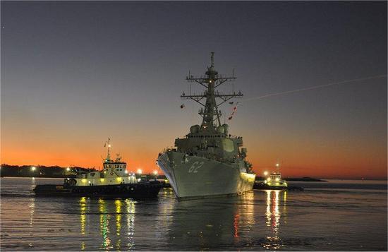 在船厂修了两年多后 美军撞船驱逐舰终于重回大海