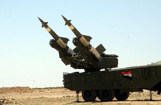 """图为叙利亚防空军的""""伯朝拉-2M""""防空导弹系统。该系统是在落后的S-125防空导弹基础上改进而成的。"""