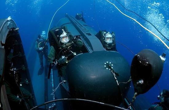 美海豹突击队又更新一水下装备 战术水平远超我特种兵