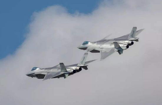 美国人如何评价歼20战机:红外隐形能力明显超过F22