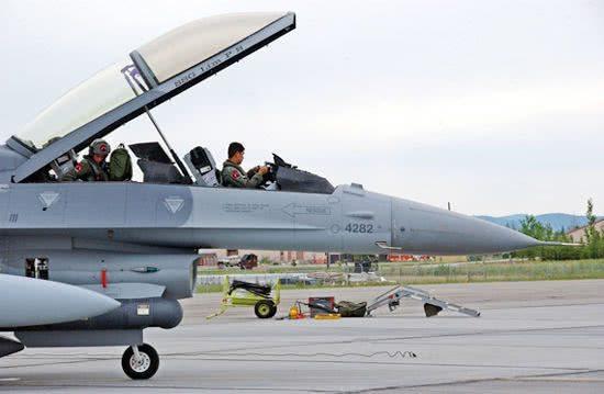 新加坡空军更换F16首选必然是F35 我歼20只是