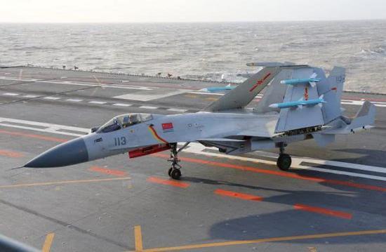 圖爲殲-15艦載戰鬥機