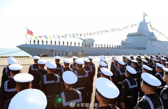 张召忠评中国055大驱入列:技术首次超越美国海军