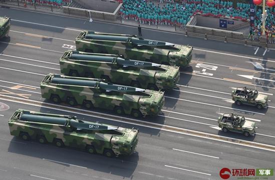 去年国庆阅兵式参阅的东风-17导弹。