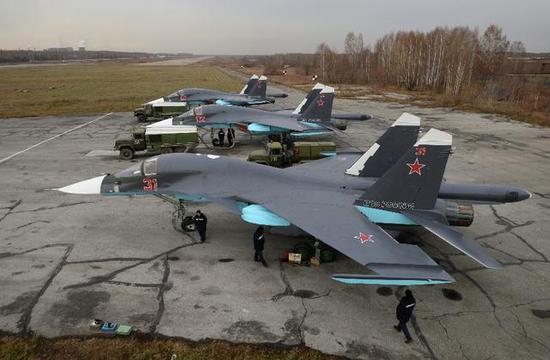 图为俄罗斯的苏-34轰炸机群。该机目前大量部署在叙利亚。