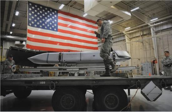美军拟用隐身导弹打击中国东风21D 射程达1600公里新北方女孩