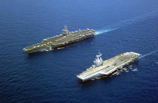 换个角度,法国航母也显得很大