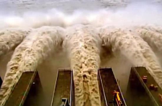 叁峡父亲坝泄洪槽