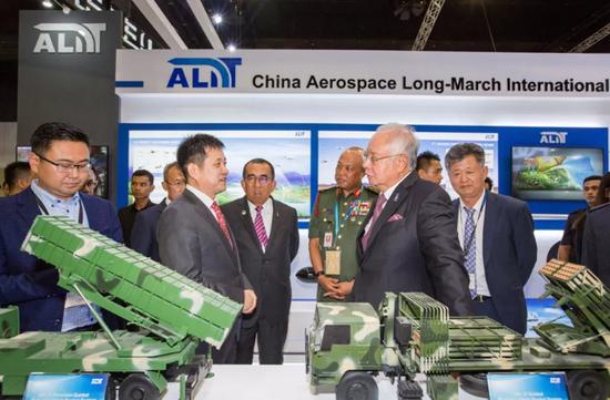 中国装备亮相马来防展 马总理参观辽宁舰模型(图)电脑迷共享空间