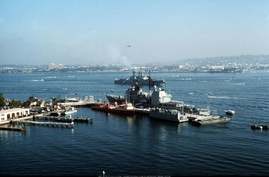 """图注:苏联军舰""""维诺格拉多夫海军上将""""号回访美国圣地亚哥海军基地"""