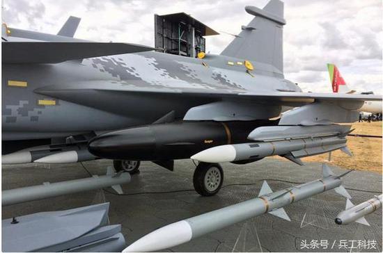 瑞典第4代反舰导弹精度超高:能钻过200公里外轮胎圈