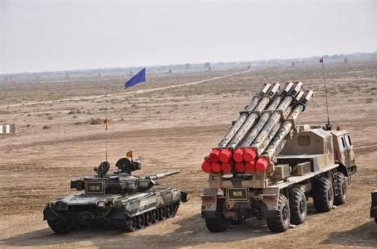 图片:已经在巴基斯坦军队中服役并参加军事演习的A100远程火箭炮。