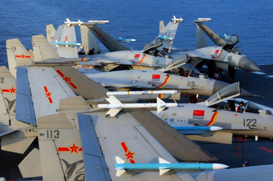 外媒:中国急需舰载机飞行员 将有3艘航母3艘准航母