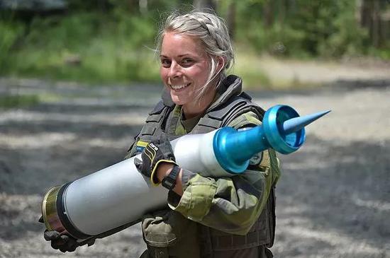 坦克手奥林匹克中,瑞典参赛女兵