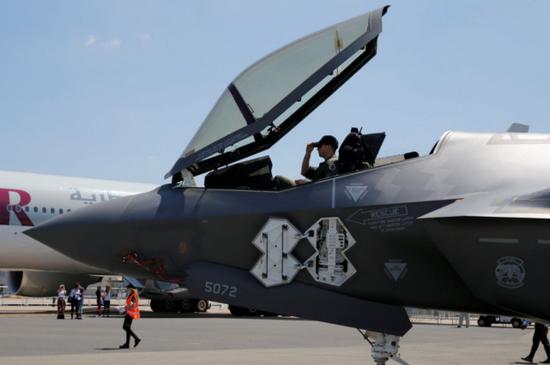 美媒:中国新型隐身战机将配激光武器 能压倒F35吗?
