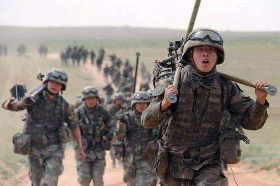 军报:我国安全形势日益严峻 必须加快国防军队现代化