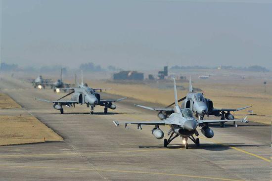 东亚F35隐身战机越来越多 歼10C歼16还要大量