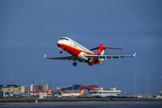 ARJ21-700飞机 图源:央视新闻