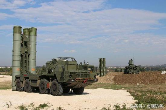△位于赫梅米姆空军基地的S-400防空导弹阵地