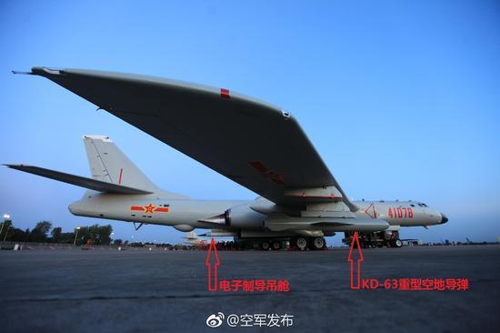 上个月,轰-6K轰炸机在青藏高原高海拔无人区进行了实弹发射演练。