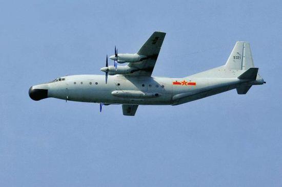 图为中国海军最早的海洋监视平台,运-8巡逻机。