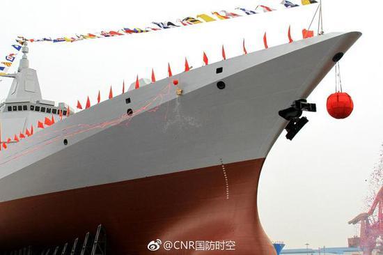 图片:055大驱首舰,综合桅杆上X波段雷达清晰可见