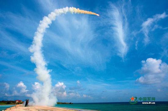 南部战区海军某防空旅实射红旗-9防空导弹。