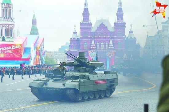 俄军红场阅兵比去年多3000人 首次展示这5款装备芳菲理发店