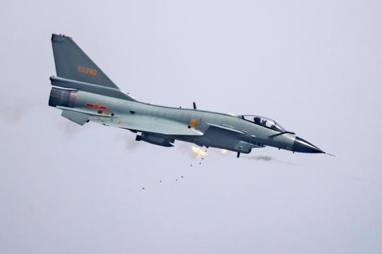 解放军在东南沿海频繁演习 战机疑似超低空掠过海滩黎远康寻亲视频