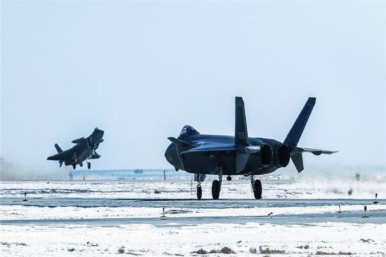 俄称中国研发新型航空材料 可大幅降低战机反射面积万家灯火纪小龙