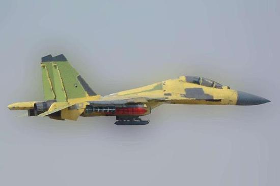 图片:挂载新型防区外撒布器、瞄准吊舱的歼-16原型机,感谢原作者