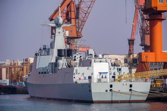 大连造船厂已基本建完,只等交付的052D基本款神盾舰。感谢照片作者@孙五先令