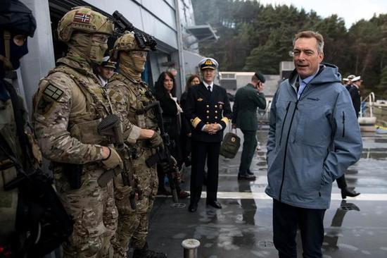詹森视察挪威军队